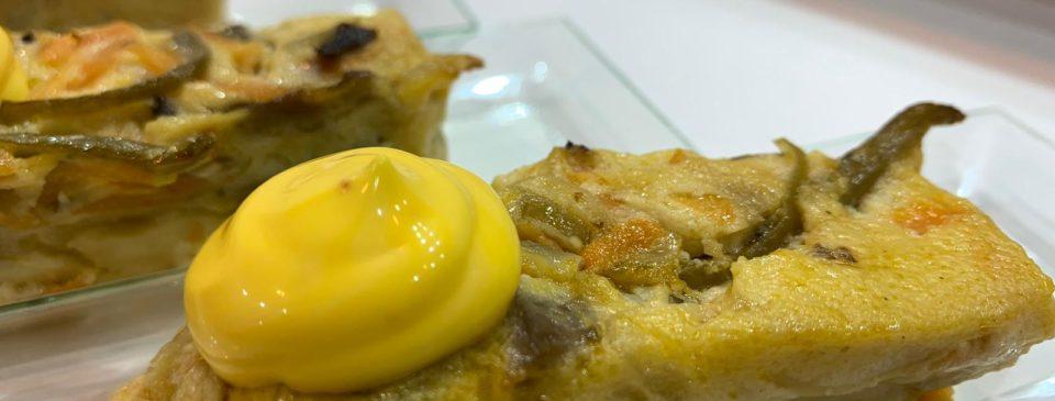 Pastel de verduras y setas de cultivo riojano con mahonesa de azafrán ecológico de Rioja